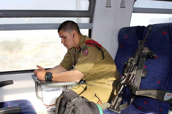 Израиильская военщина устроила